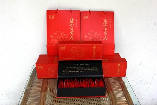 迪庆庐山云雾茶